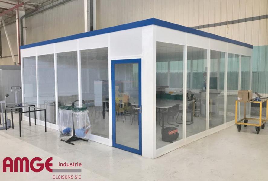 cloison vitrée avec porte vitrée par AMGE industrie
