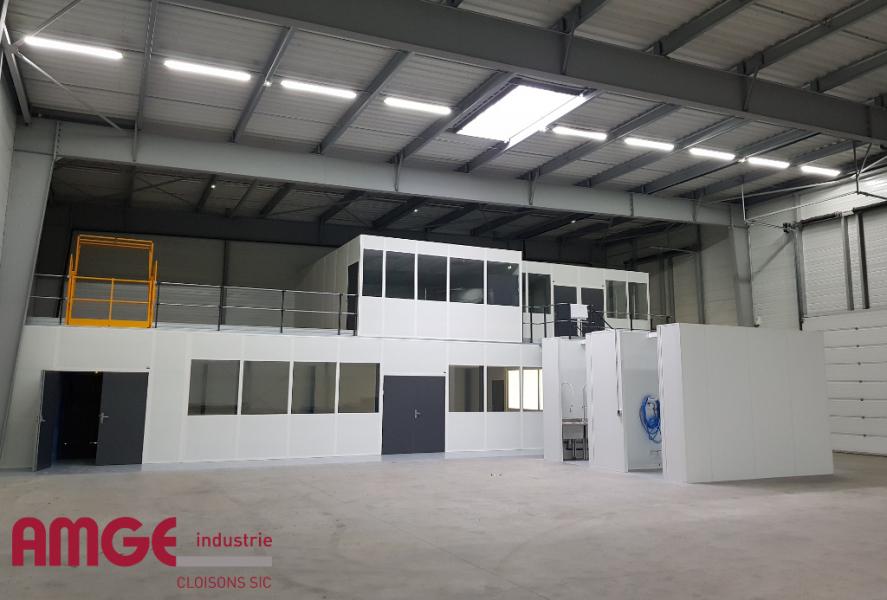 cabine d'atelier sur plateforme pour créer des locaux modulaires dans les bâtiments