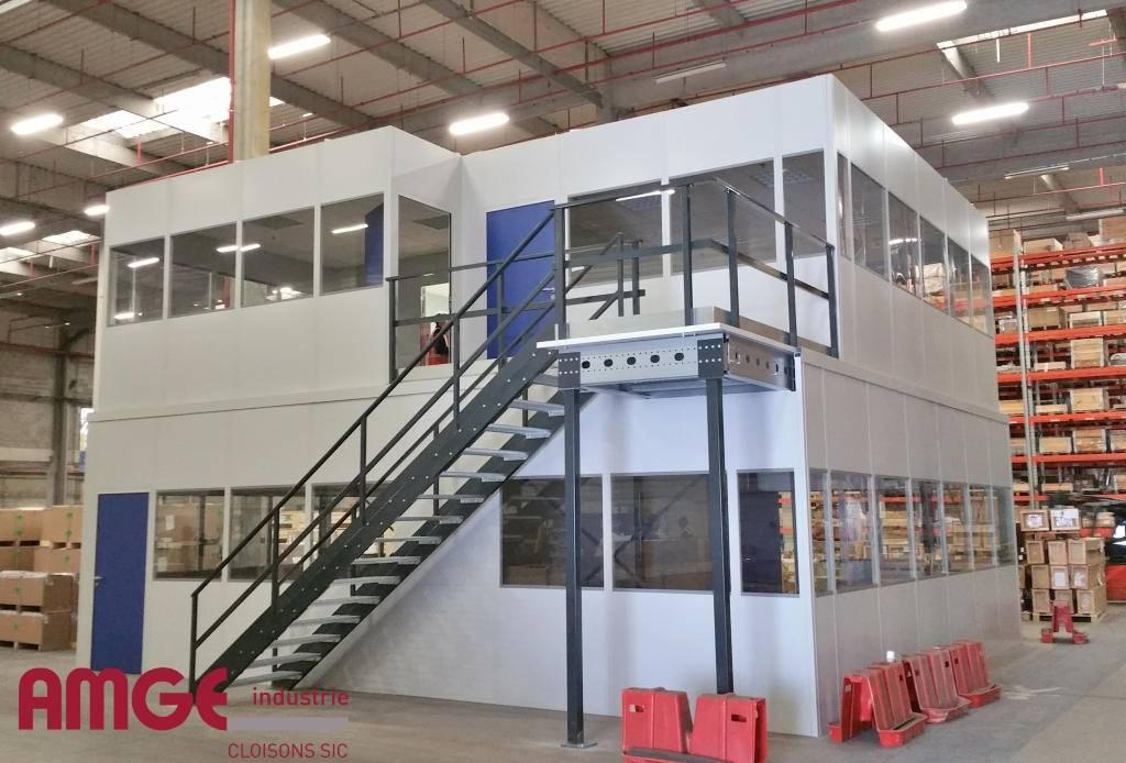 Locaux sur deux niveaux indépendants du bâtiment créés par AMGE industrie