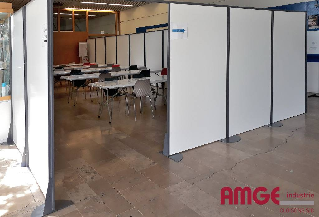 cloison autoportante pour délimiter les espaces dans les bâtiments