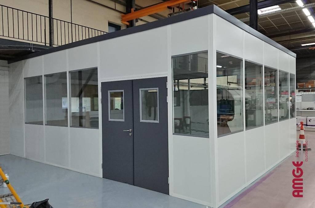 cloison modulaire isolante avec vitrage haut par AMGE industrie