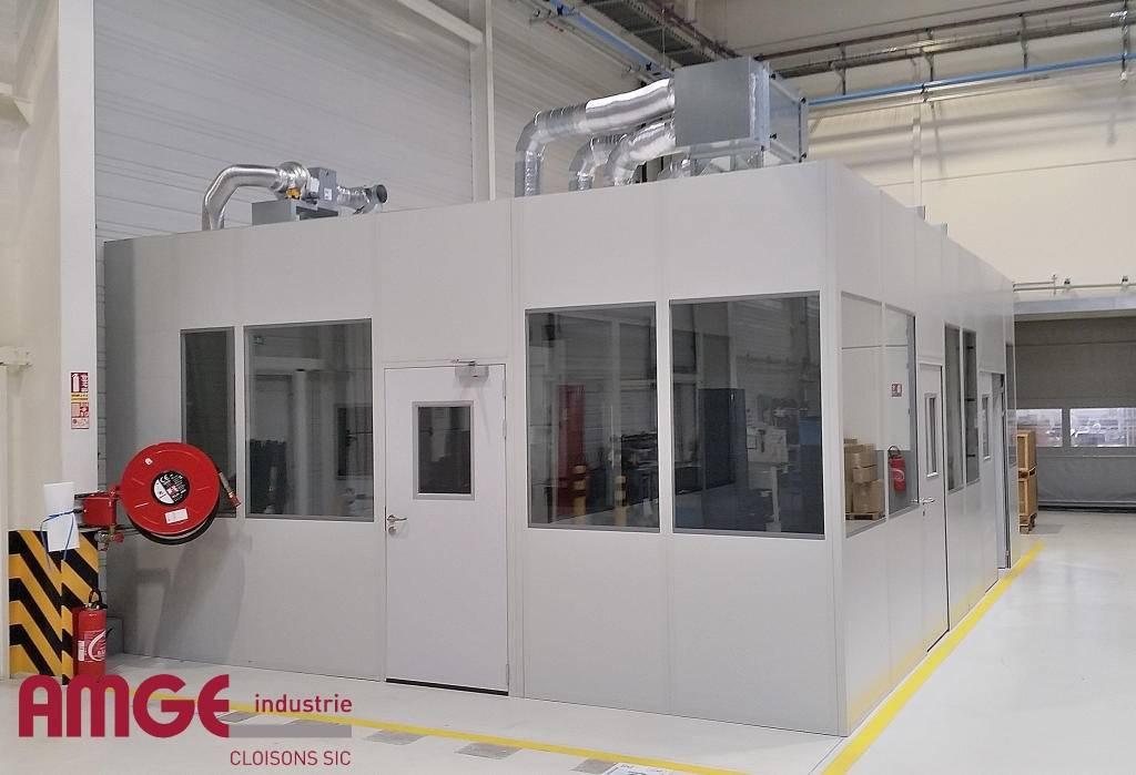 Cabine d'atelier avec cloisons semi-vitrées et bac acier par AMGE industrie