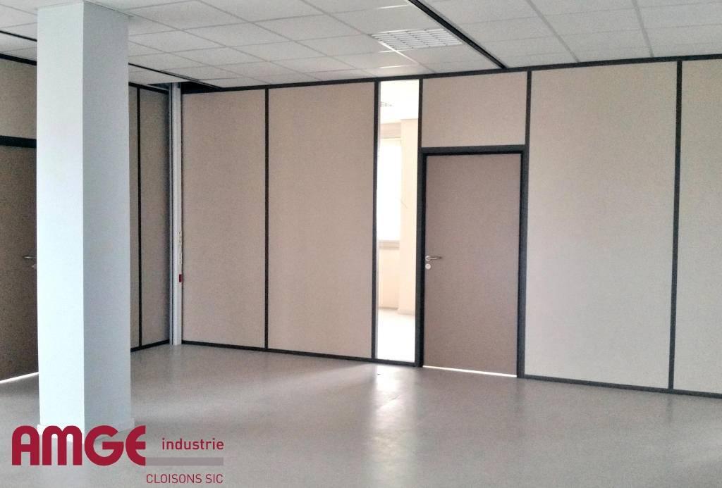 Cloison aluminium pour plateau de bureaux UNIVERSALIA