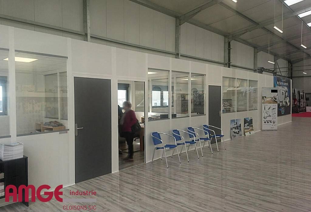 Créer des bureaux isolés du reste de l'activité avec les gammes de cloison amovible AMGE industrie
