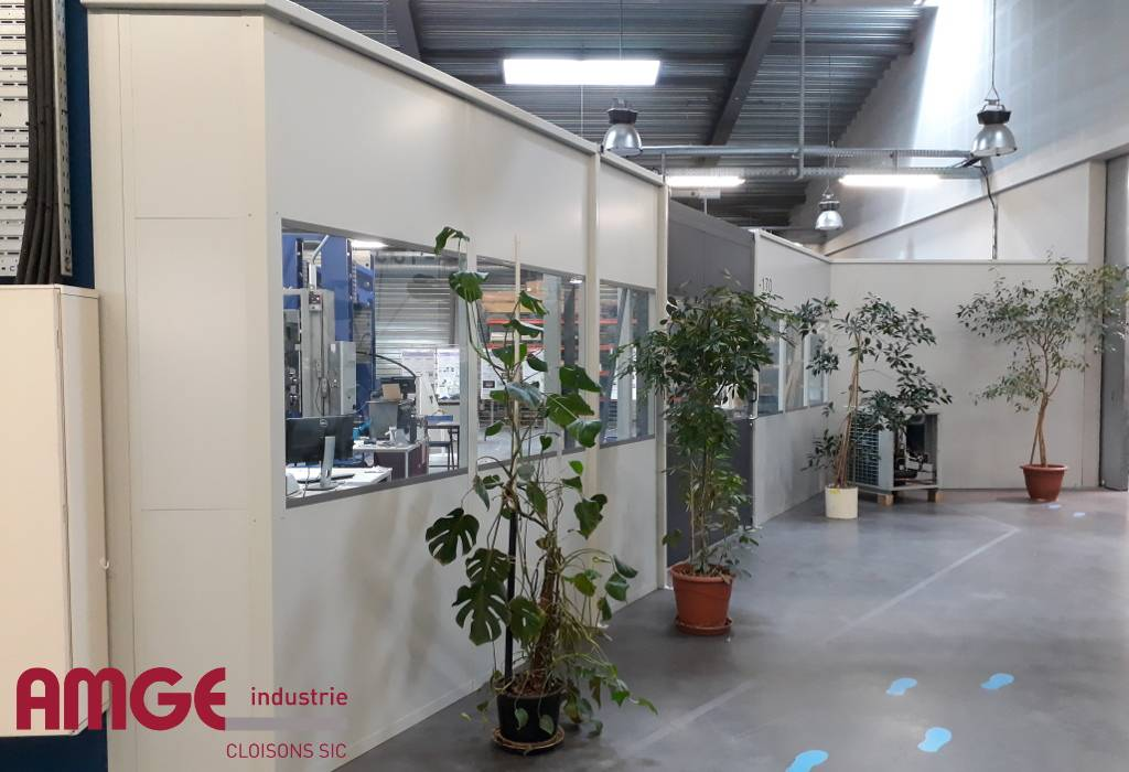 La cloison modulaire acier peut être autoportante : un atout pour l'aménagement intérieur
