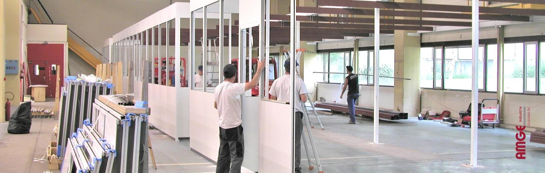 """Installation de cloisons, cabines et plateformes : - <h2 style=""""text-align: center;"""">dans le cadre de son développement commercial, AMGE industrie, fabricant de cloisons industrielles, cloisons de bureaux, cabines d'atelier et locaux techniques recherche des partenaires pour l'installation de ses produits</h2>"""
