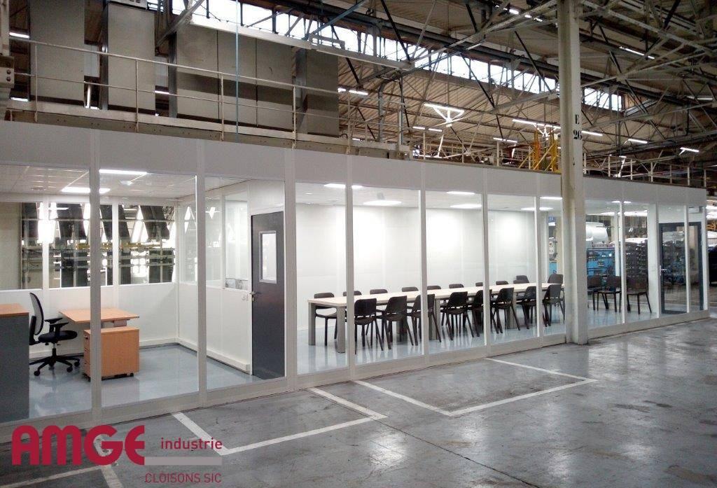 espace bureau et salle de réunion en cloison modulaire entièrement vitrée, semi vitrée et pleine