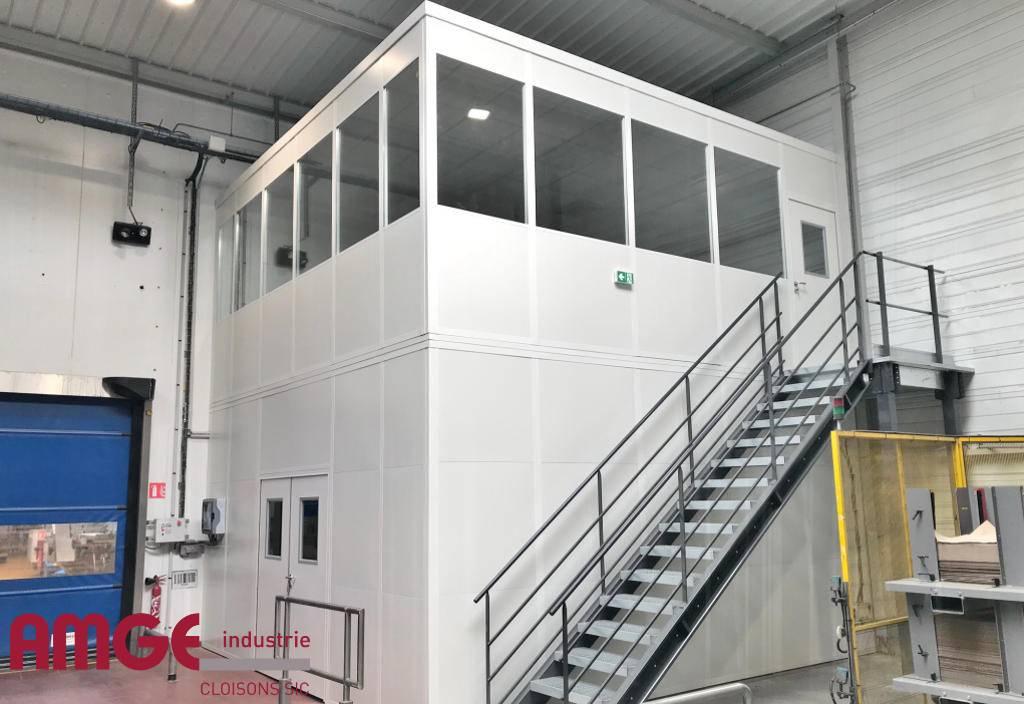 cabine modulaire créée sur et sous plateforme industrielle par AMGE industrie