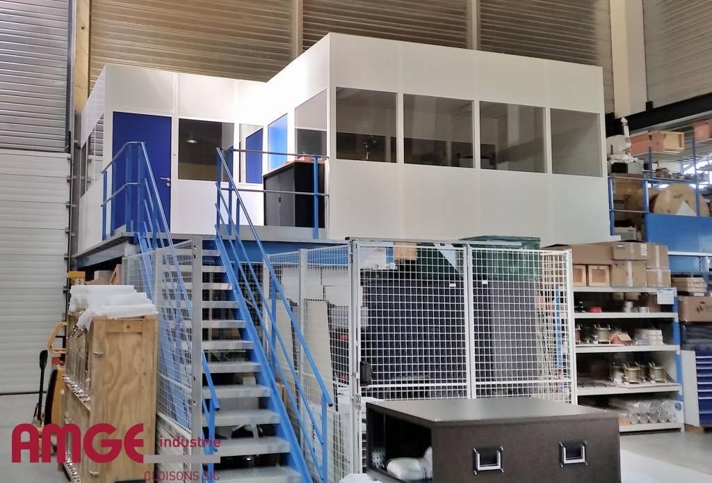 Cabine sur plateforme et espace de stockage sous plateforme par AMGE industrie