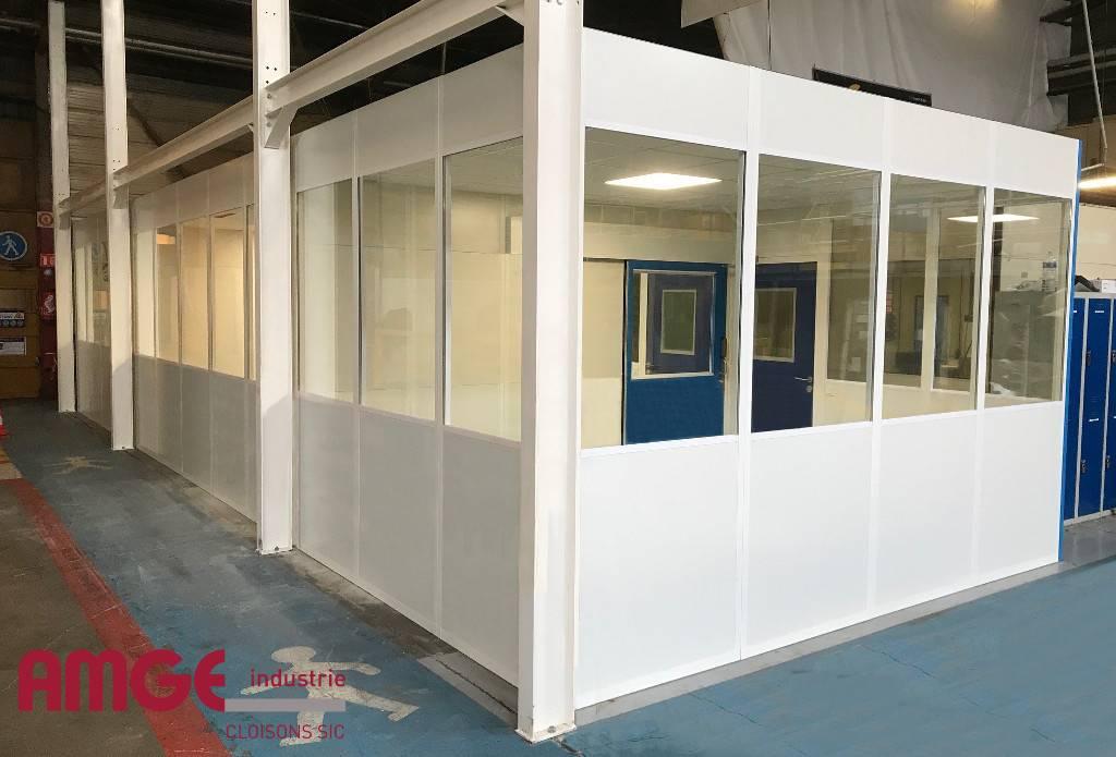 cloison double paroi en acier pour créer des bureaux dans un atelier