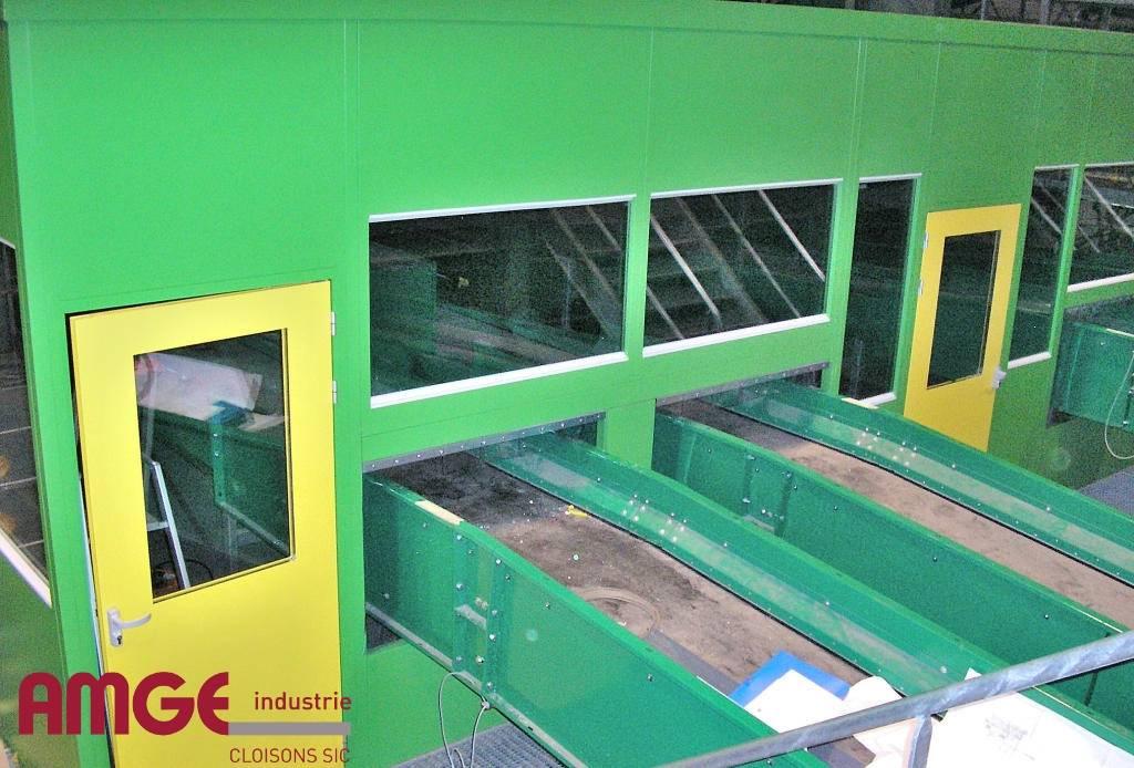 Cabine de tri réalisée sur mesure en cloison industrielle AMGE industrie