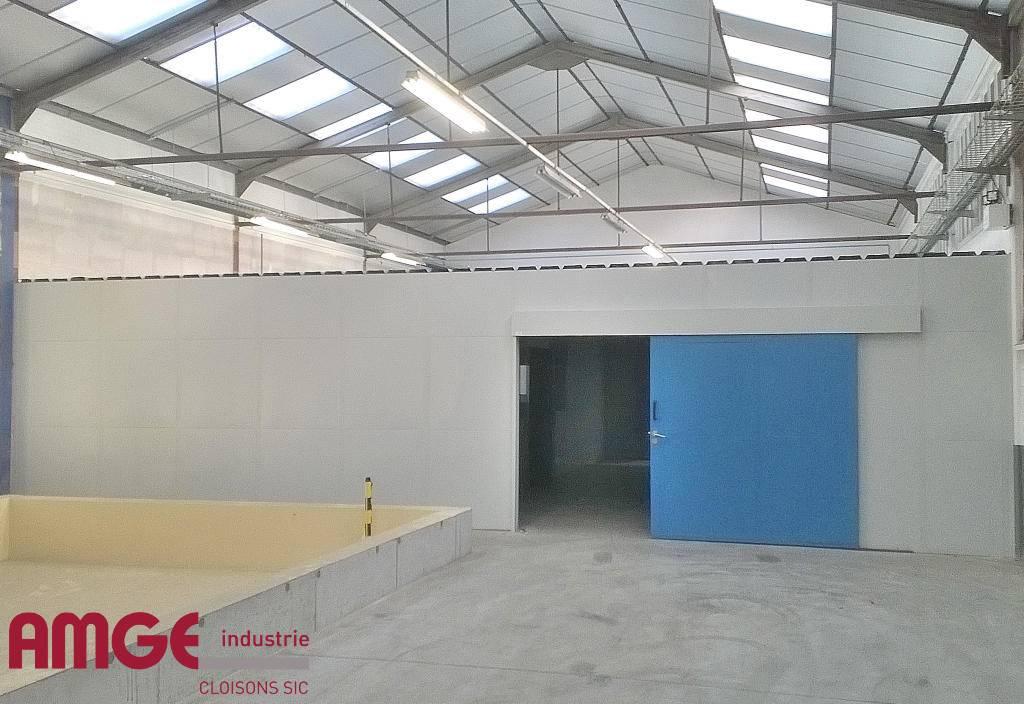 Cloison d'atelier monobloc en acier double paroi isolée par AMGE industrie
