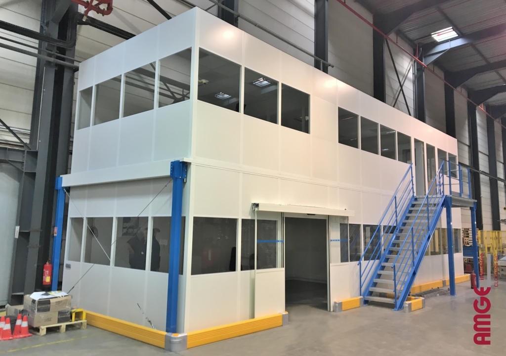 AMGE industrie bureaux isolés sur deux étages avec porte automatique