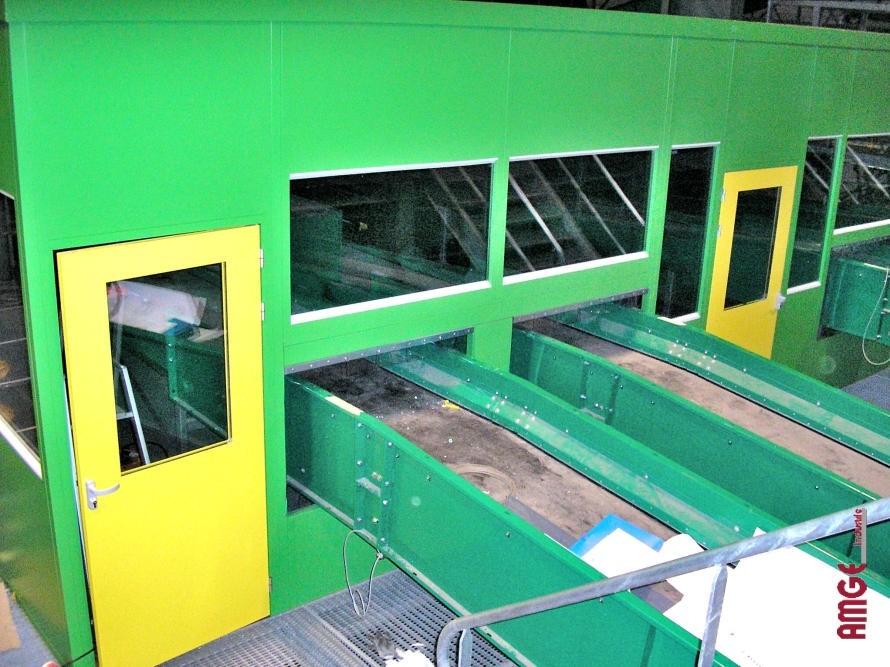 AMGEindustrie cabine de tri avec passage de convoyeurs SIC solutions