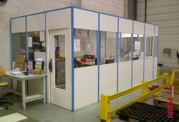 cloison industrielle mélaminée pour créer des bureaux à l'intérieur des bâtiments