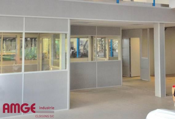 cloison modulaire aluminium pour aménager l'intérieur des bâtiments