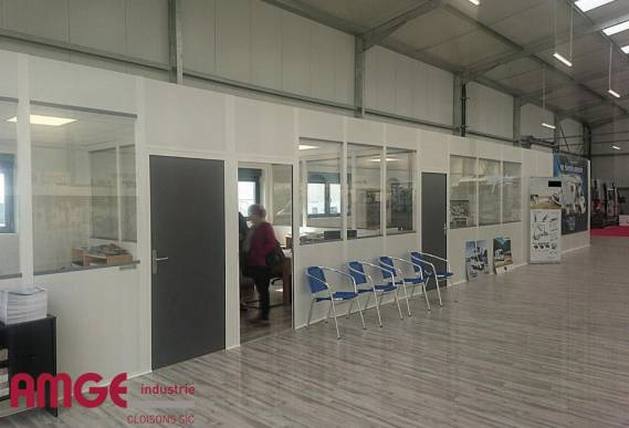 cloison de bureau pour créer des espaces modulaires à l'intérieur d'un bâtiment