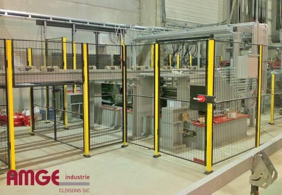 cloison grillagée pour la protection des machines dans les ateliers