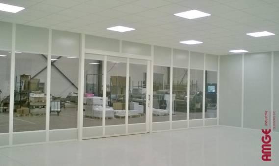 fabrication et installation d'une salle blanche sur mesure par les équipes AMGE industrie