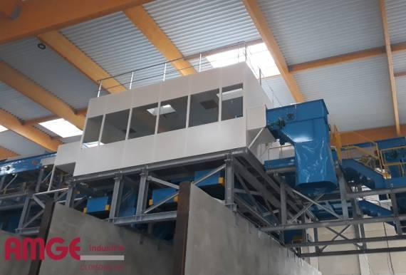 Cloison modulaire double paroi pour la création de cabines isolées à l'intérieur des bâtiments