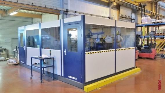 Bureaux modulaires préfabriqués en usine, livrés montés en plusieurs modules à juxtaposer.